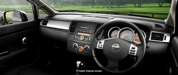 Nissan Tiida dash