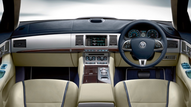 Jaguar XF dash