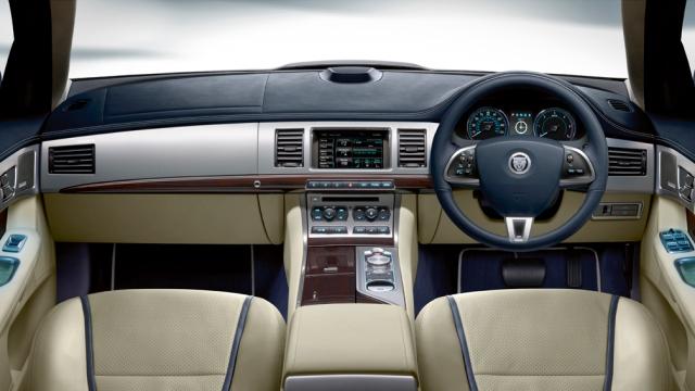 Jaguar XF dash