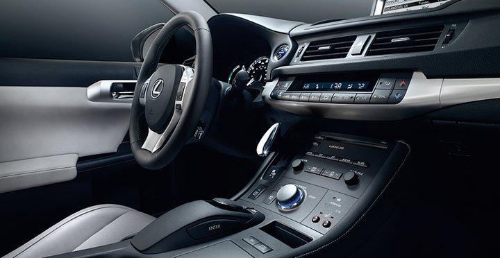 Lexus CT200h dash