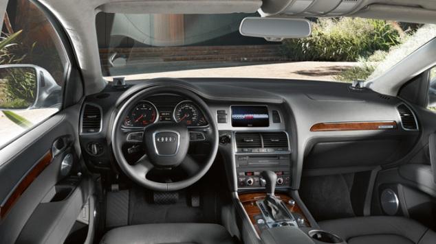 Audi Q7 dash