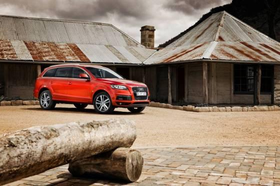 Audi Q7 red