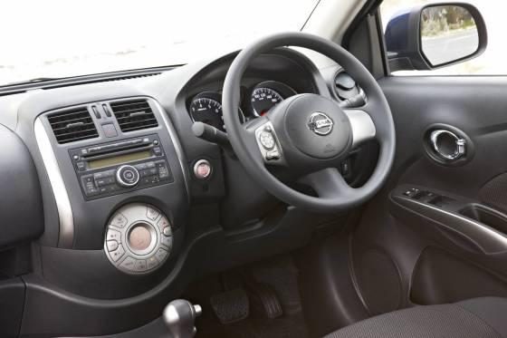 Nissan Almera dash