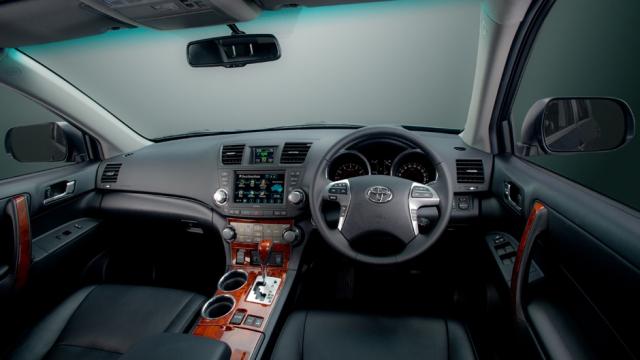 Toyota Kluger dash