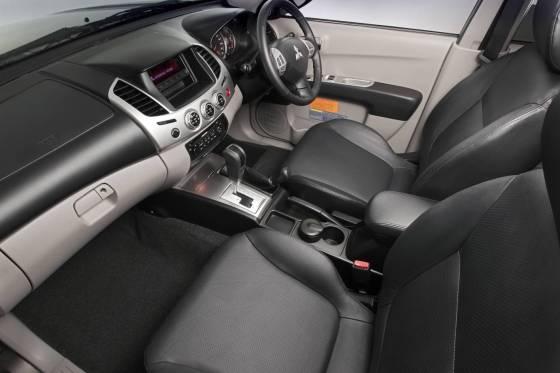 Mitsubishi Triton Dash